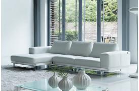 Super indretning med Kelvin Giormani lædersofaen Oliva lll lædersofa her i hvid læder.