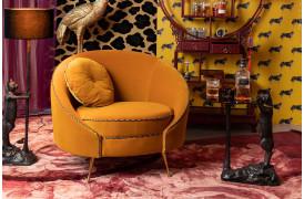 Denne Bold Monkey velour loungestol vil sikkert tilføje noget luksuriøsitet til din bolig.