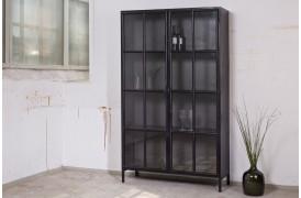 Hvis du er på udkig efter en rustik vitrine, så kan dette møbel være noget for dig.