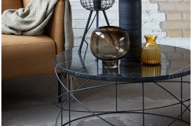 Aladin sofabordet ses her i Sort marmor.