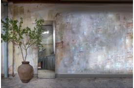 Billede af Notre Mondes Rectangle spejl som gulvspejl i en rustik indretning.