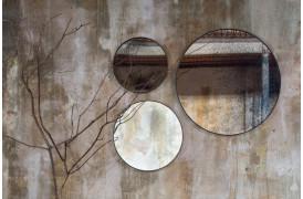 Round spejlet fra Notre Monde er både et funktionelt spejl og et kunstværk i sig selv.