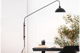 Orion væglampen skaber et smukt udtryk med sin skarpe mat-sorte farve.