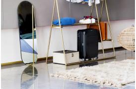 Her ses et billede af Ovalt spejl - Guld / grå fra HK Living.