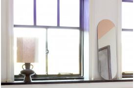 Her ses et billede af Ovalt spejl - Pink fra HK Living.