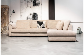 Omgiv dig i den mondæne og store Popoline sofa fra BoShop Collection.