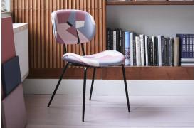 Der er noget kunstnerisk over Printet spisebordsstol fra HKliving.