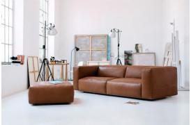 Cloud sofaen fås også i læder, som det ses på billedet.