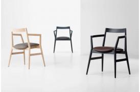 Dobra er en genfortolkning af den klassiske træ spisebordsstol.