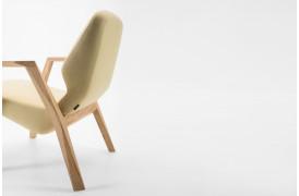 Billede af Oblique lænestolen med armlæn fra Prostoria, som du kan købe hos BoShop.