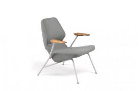 Den nye version af Oblique lænestolen ses her på dette billede.