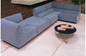 Polygon sofabordet fås nu også i en udendørs udgave fra Prostoria.