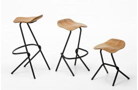 Strain barstolen fra Prostoria fås i to forskellige højder og som en skammel.