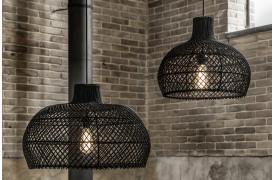 Her ses et billede af Maze lamperne i sort fra vores Unika Collection.