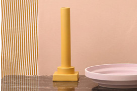 Denne vase er inspireret af de antikke græske bygninger.