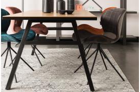Her ses et billede af Seth sildebens spisebordet i natur fra Zuiver.