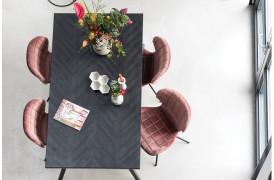 Her ses et billede af Seth sildebens spisebord i sort fra Zuiver.