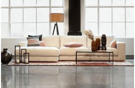 Her ses Seventies flyder sofaen i blød og bred fløjl i farven Cord - Snow.