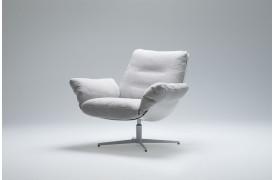 Nyhed med Softbird lænestolen, der her er i farven Natur og med Hvid glasfiber skal.