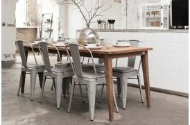 Rustikt spisebord i vintage stilen, der er populær lige nu.
