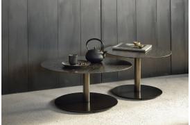 Sphere Umber sofabord der udbydes i to forskellige størrelser fra Ethnicraft.