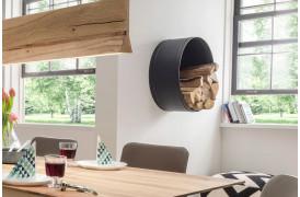 Spinder tilbyder her en opbevaringsløsning til dit brændetræ i boligen.