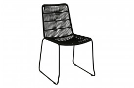Her ses et billede af Robe slim spisebordsstol i sort fra vores Unika Collection.