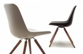 Step wood er en moderne spisebordsstol med Soft touch fra italienske Tonon.