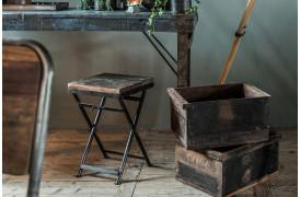 Her ses et billede af Factory bistro klapstol fra vores Unika Collection.