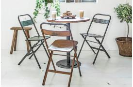 Her ses et billede af jern klapstolen fra vores Unika Collection.
