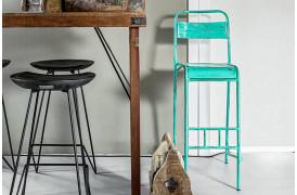 Her ses et billede af Java jern barstol i turkis fra vores Unika Collection.