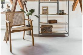 Her ses et billede af Nova spisebordsstol med armlæn fra vores Unika Collection.