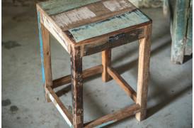 Her ses et billede af Scrapwood skammel fra vores Unika Collection.