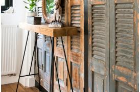 Her ses et billede af Loft konsolbord i natur fra vores Unika Collection.