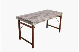 Her ses et billede af folde spisebordet i hvid fra vores Unika Collection.