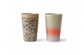 Et sæt med to tekrus fra HKlivings serie 70'er keramik.
