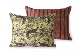 Her ses et billede af Doris puden i silke med jungle print fra HKliving.