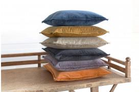 Tom velour pudebetræk findes i flere farver og er lavet af en meget blød velour.