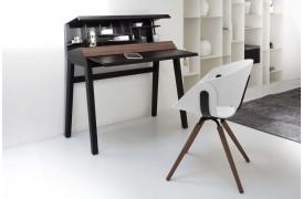 Tonon spisebordsstolen Flat wood kan bruges mange steder i boligen.