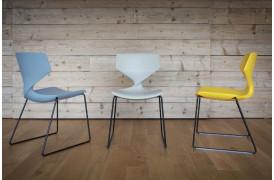 Tonons spisebordsstole med navnet Quo metal sledge ses her i nogle flotte farver.