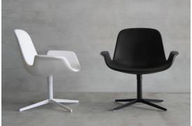 Tonons lænestole med navnet Step lounge ses her i White og Black.