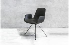 Tonons spisebordsstole med navnet Step metal ses her i en new edition.