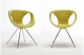 Billede viser to Tonon Up chair metal spisebordsstole med Medium Soft touch i Yellow.