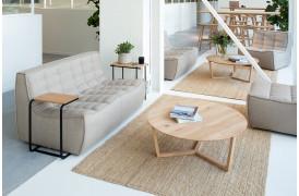 Tripod Eg - sofabordet fra Ethnicraft er et unikt sofabord i egetræ.