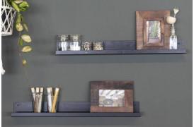 Her ses den industrielle væghylde fra Unika Collection med pyntegenstande fra Unika.