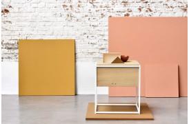 Monolit serien har også et natbord i sin møbelserie.