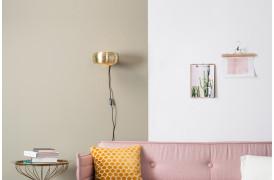 Her ses et billede af Gringo væglampe i messing fra Zuiver.