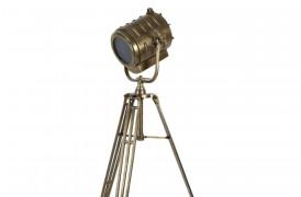 Wilson er her en industriel gulvlampe i gammel Hollywood-stil.
