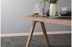 Flot spisebord med navnet Elegance, der fås i forskellige varianter her på hjemmesiden.