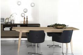 Flex spisebordet med midterudtræk ses her i en af dets varianter i en bolig.